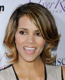 th_62987_Halle_Berry_2009_Jenesse_Silver_Rose_Gala_Auction_in_Beverly_Hills_43_122_220lo.jpg