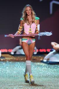 Shannan Click sexy lingerie Victoria's Secret Fashion Show