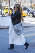 http://img252.imagevenue.com/loc517/th_272136705_Amanda_Bynes_Out_in_NY4_122_517lo.jpg