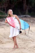 http://img252.imagevenue.com/loc53/th_913380259_Preppie___AnnaSophia_Robb_in_a_bikini_on_Soul_Surfer_set_in_Hawaii___Feb._13_2010_9280_122_53lo.jpg