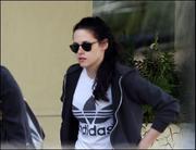 Kristen Stewart in Jeans Out & About in London 09/12/11