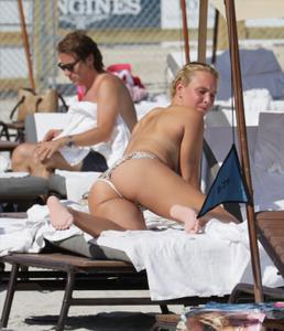 http://img252.imagevenue.com/loc238/th_626826592_Donna_Vekic_Bikini_06_122_238lo.jpg